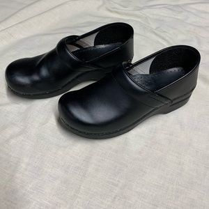 DANSKO CLOGS BLACK Size 40 though fits US 9*